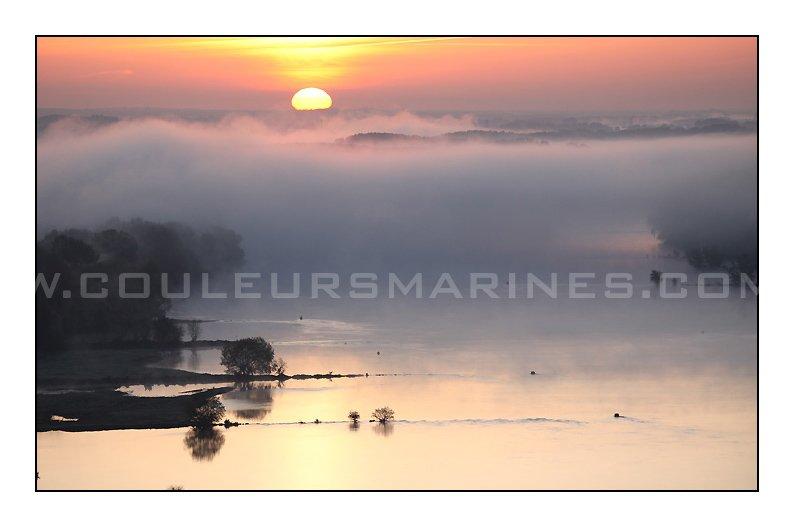photo,lever du jour sur la loire,photo,brouillard sur la Loire,photos de la Loire dans la brouillard,erik brin,photographe à Champtoceaux,Oudon,Bords de Loire,