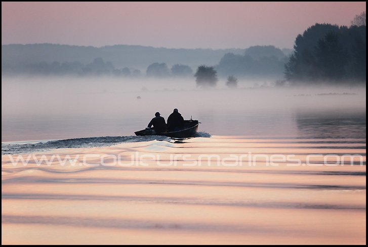photo, la Loire, Barque, Pecheurs, Photos de la Loire prés de Champtoceaux, Brume, Brouillard, Photos de Loire