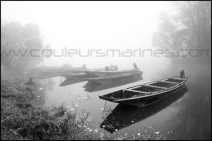 Photos, la Loire, noir et blanc, brouillard, Photos de la Loire dans la brouillard, barques sur la Loire, brouillard, noir et blanc, bords de Loire, Erik Brin, photographe de Loire
