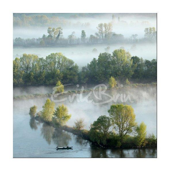 Photo, la Loire, Champtoceaux, Oudon, photos de la Loire dans la brume, pêcheur en barque sur la Loire, Erik Brin, photographe de Loire